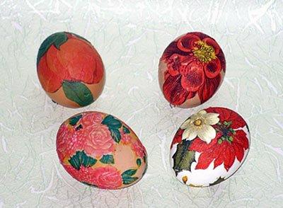 Яйцо-сувенир в технике декупаж