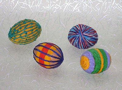Яйцо пасхальное, украшенное нитками