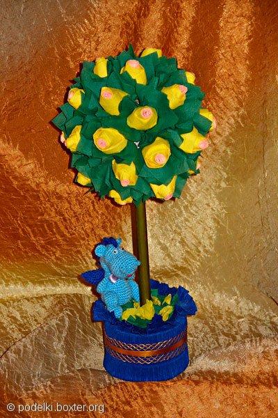 Деревце из желтых роз